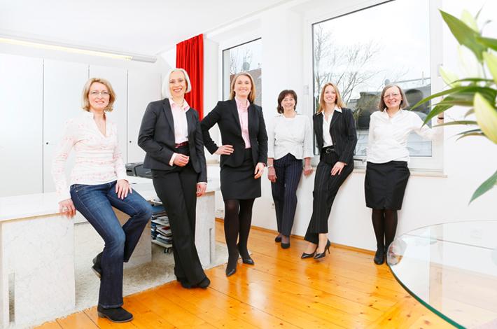 Teambild mit Büroangestellten der Rechtsanwälte GRAUE VISSER LIETKE aus Duisburg